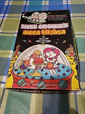 VTG 1969 Miss Cookies Moon Kitchen Colorform