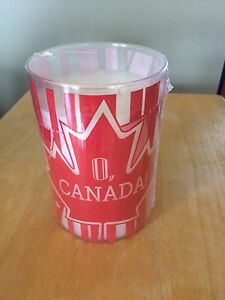 NEW gold canyon candle O Canada