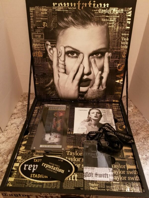 "Taylor Swift ""Reputation"" Stadium Tour VIP Collectors Box + CD"