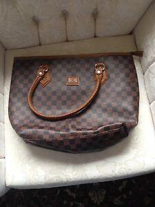 Louisvuitton shoulder purse brand newa