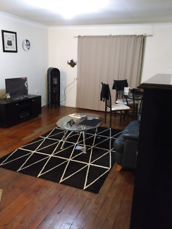 Break lease ~ 1 bedroom unit located in Central Southport