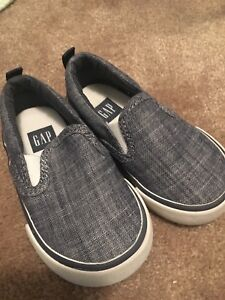 Gap Size 5 Toddler shoes- located in Markham
