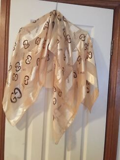 Gucci scarf Prospect Prospect Area Preview