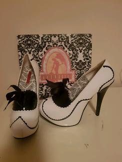 Bordello tease heels