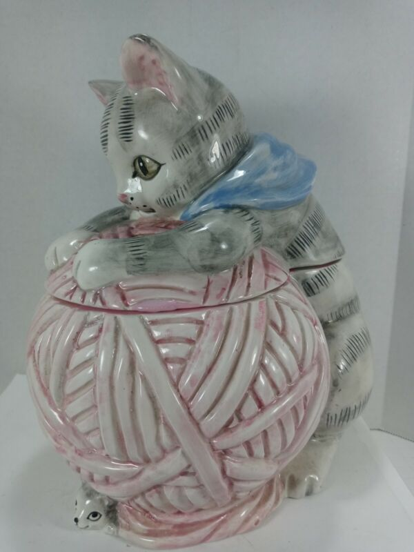 Cute cat/kitten playing with yarn Cookie Jar OCI Omnibus Ceramic Hand Painted