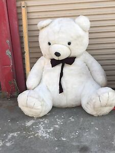Huge Teddy Bear and Horse Dandenong South Greater Dandenong Preview