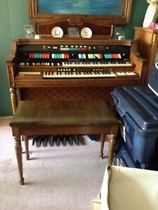 Electric organ with bench