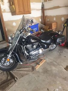 2003 Suzuki intruder 1500cc Very clean bike!