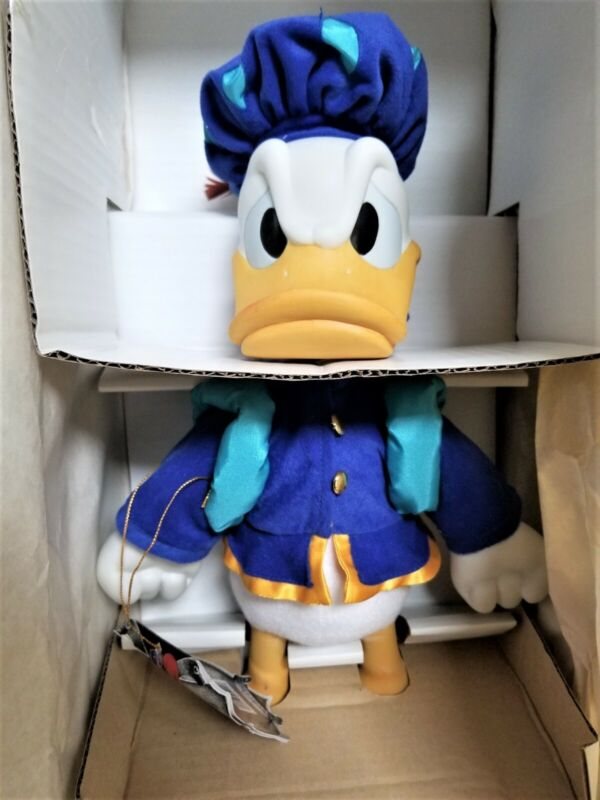 """DISNEY DONALD DUCK """"PRINCE AND THE PAUPER"""" PORCELAIN MUSICAL DOLL MIB"""