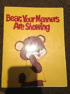BEAR, YOURE MANNERS ARE SHOWING (ENGLISH BOOK)