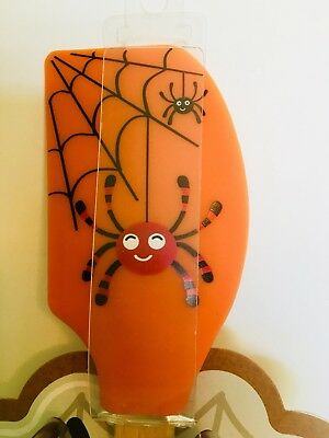 HALLOWEEN SPIDERS IN WEB SILICONE SPATULA & METAL  SPIDER COOKIE CUTTER ()