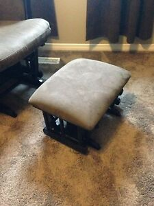 Like new! Beautiful glider chair and ottoman made by Shermag! London Ontario image 4