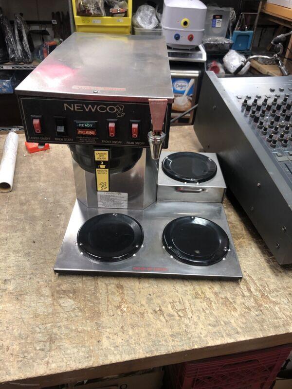 NEWCO 3 BURNER DECANTER COFFEE MAKER Model ACE-LP