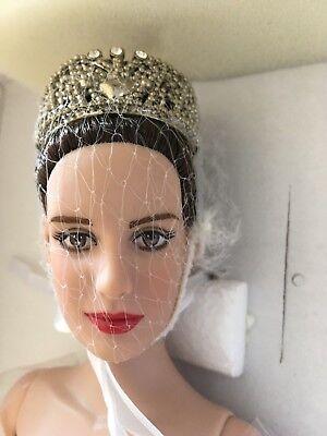 "Tonner DISNEY PRINCESS Diaries MIA (Anne Hathaway)16"" Vinyl DOLL w/Stand NRFB"