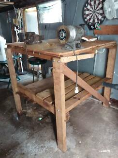 bench grinder table. small, solid workbench with vice and bench grinder 1.2x1.2x1.2 table