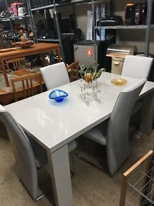 The bleecker collection white modern dining set