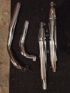 Yamaha vstar 1100 factory pipes in mint condition