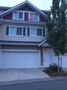 $2200 /3200ft.  3 story /5 bedrooms with  4 bathrooms.