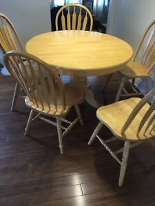 Solid wood table and 6 chairs with table extender