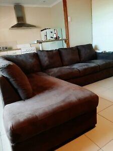 L shaped lounge like new