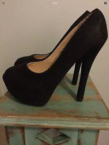Size 8 black suede heels Bowen Mountain Hawkesbury Area Preview