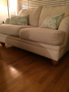Sofa - love seat large. Solide