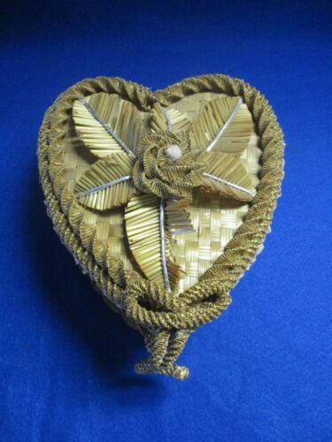 19TH CENTURY ANTIQUE VICTORIAN HEART SHAPE WICKER STRAW WOVEN SEWING BOX BASKET