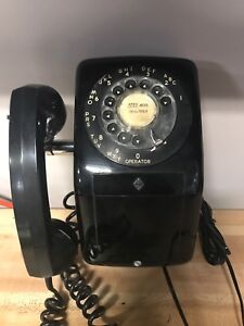 Cool Bakelite Rotary Phone - wall mount style