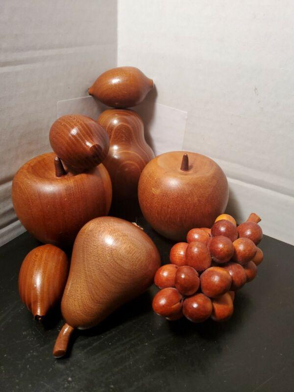 Wood Fruit Mid Century 8 Pieces Grapes  Apples Pear Kiwi Table Decor Beautiful B