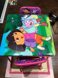 Dora Table with two chairs