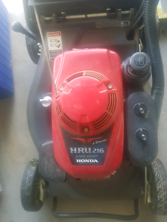 Honda hru 216 lawnmower