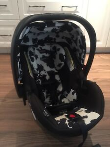 Britax B-Safe 35 elite car seat plus 2 bases