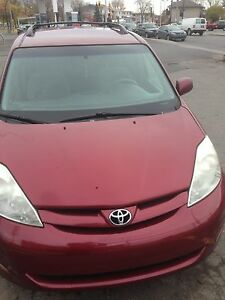Toyota Sienna 2006 LE propre