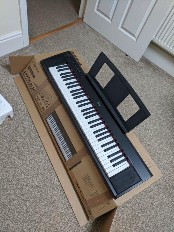 Yamaha piaggero np12b 61 key electric piano keyboard, nearly new condition