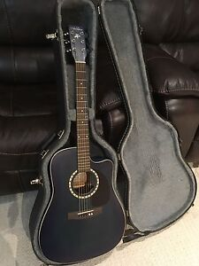 Art & Luthrie Acoustic Guitar with Hardshell Case