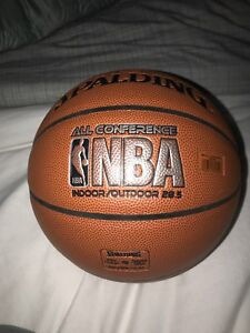 Balle de basketball 28,5 presque neuve