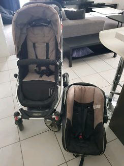 Stroller and capsule set with base