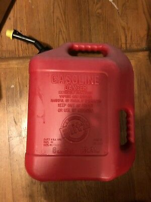 Vintage Blitz 6 Gallon 16 Oz Gas Can W Self Venting Spout 2 Handles