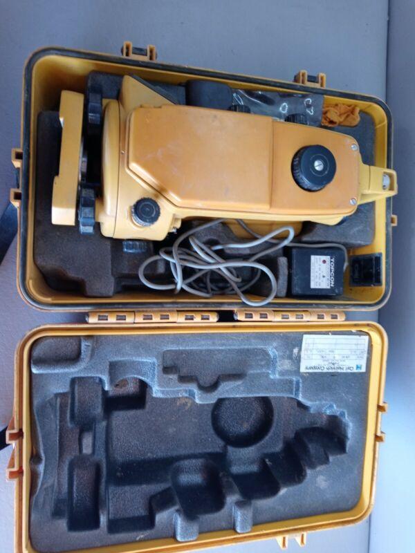 Topcon DT-30 Digital Theodolite W/ Case & Tripod