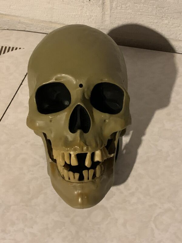 Gemmy Animated Light Up Motion Activated Talking Skull Creepy Sounds Tested Used