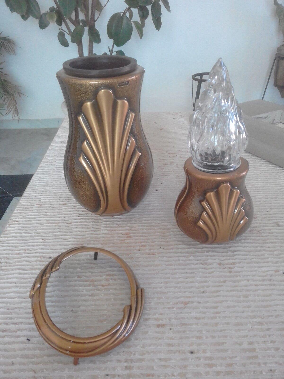 Accessori per loculo,lapide,tomba cimitero in bronzo.Vaso,lampada e cornice