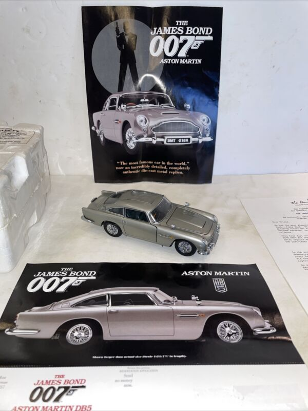 Danbury Mint James Bond 007 Aston Martin DB5 1:24 Scale Car