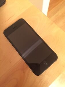 iPhone 5 with Otterbox - Excellent condition