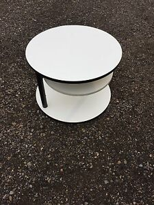 Beautiful three-tiered white side/end accent table