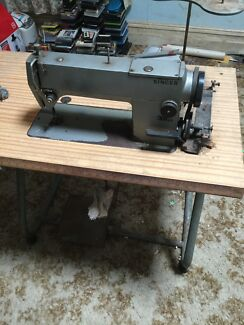 Singer 391 A3 industrial sewing machine