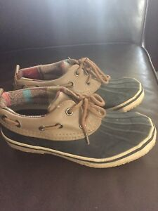 Boat shoes size 5