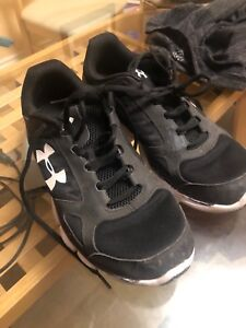 UNDER ARMOUR MICRO SIZE 9.5 SHOES