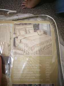 Beautiful Bed cover Gepps Cross Port Adelaide Area Preview