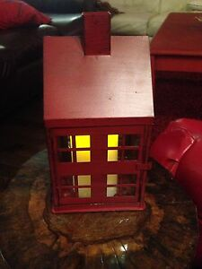 Red house - table decor