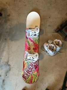 125 Firefly Glitter Snowboard and bindings with boots
